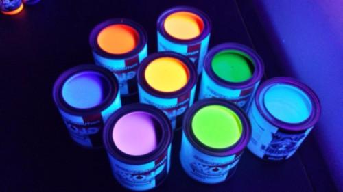 ¿Cómo funciona el efecto de la pintura fluorescente?